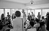 """Milano, un collettivo di """"Lavoratori dell'Arte e dello Spettacolo"""" occupa un edificio inutilizzato, la Torre Galfa, per dare vita a un nuovo centro per le arti e la cultura chiamato MACAO. Un tavolo di lavoro --- Milan, a collective of """"Arts and Entertainment  Workers"""" occupy an unused building, the Galfa Tower, in order to create a new centre for arts and culture called MACAO"""