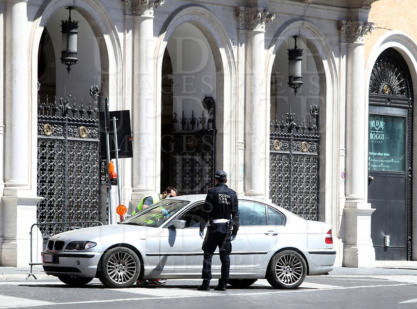 A police officer stops a car to check traveling permits in central Rome on May 4, 2020 as Italy starts to ease its lockdown, during the countrys lockdown aimed at curbing the spread of the COVID-19 infection, caused by the novel coronavirus.<br /> UPDATE IMAGES PRESS/Isabella Bonotto