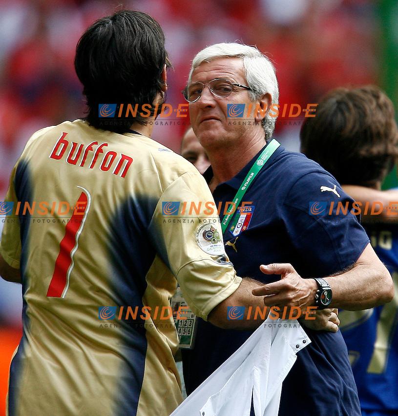 HAmburg 22/6/2006 World Cup 2006.Repubblica Ceca Italia 0-2.Photo Andrea Staccioli Insidefoto.abbraccio tra lippi e buffon a fine partita