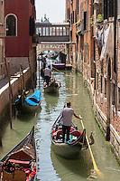 Italie, Vénétie, Venise:  Gondoles Campo San Provolo   // Italy, Veneto, Venice: