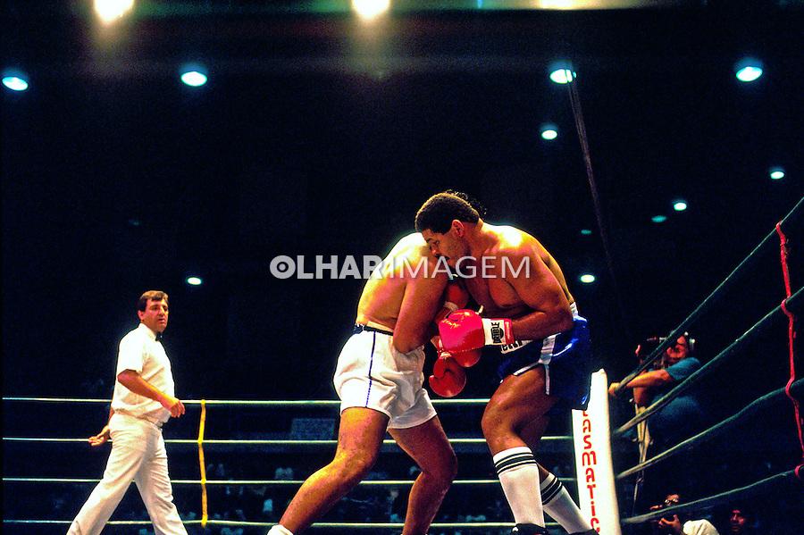Luta de boxe Maguila contra Masseroni. São Paulo. 1986. Foto de Juca martins.
