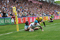 Jack Nowell of Exeter Chiefs touches down despite the efforts of Winston Stanley of Harlequins during the Aviva Premiership match between Harlequins and Exeter Chiefs at The Twickenham Stoop on Saturday 7th May 2016 (Photo: Rob Munro/Stewart Communications)