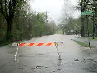 Marc Hayot/Herald-Leader<br /> <br /> Road closure at North Washington Street and East University Street.
