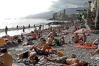 Bagnanti sulla spiaggia del paese Camogli (Liguria) --- Bathers on the beach of the village Camogli (Liguria)