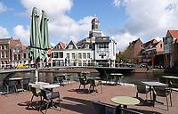 Nederland Leiden 2021. Terras in het centrum van Leiden. De Rijn.    Foto ANP /  Hollandse Hoogte / Berlinda van Dam