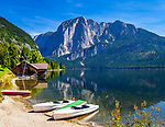 Oesterreich, Steyrisches Salzkammergut, Altaussee: Urlaubsort am Altausseer See mit Trisselwand (Totes Gebirge) | Austria, Styrian Salzkammergut, Altaussee: holiday resort on lake Altaussee with summit Trisselwand (Totes Gebirge mountains)