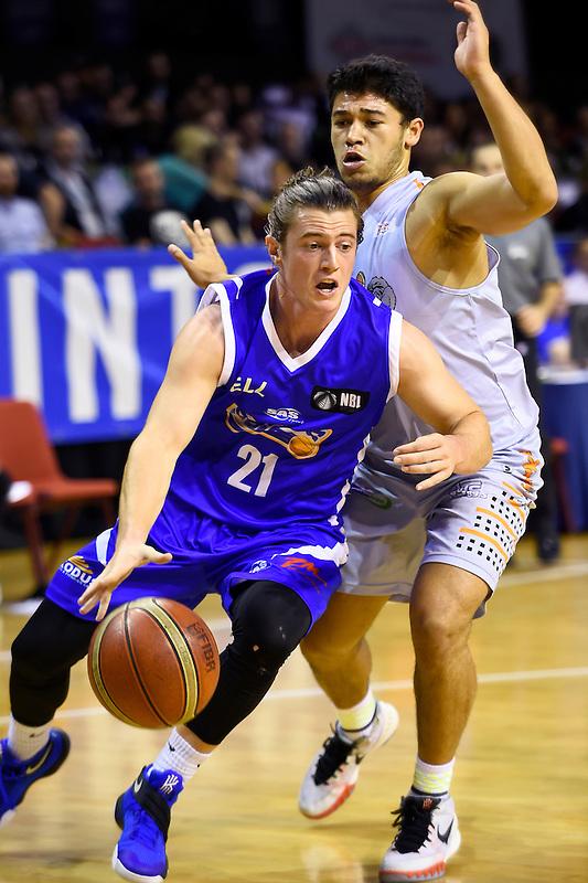 Joe Webb in action during the NBL - Wellington Saints v Hawks Bay Hawks at TSB Bank Arena,  Wellington,  New Zealand on Friday 8 April 2016. <br /> Photo by Masanori Udagawa. <br /> www.photowellington.photoshelter.com.