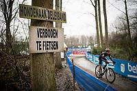 """Dogs on a leash"" & ""NO CYCLING"" <br /> <br /> 2021 Flandriencross Hamme (BEL)<br /> Men's Race<br /> <br /> ©kramon"