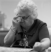 Personnnes agées jouant au bingo ou au cartes, vers 1975.<br /> <br /> <br /> seniors play bingo<br /> in Hull or Ottawa  , circa 1975