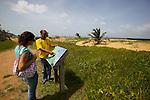 Sentiers des Salines sur la commune de MontJoly près de Cayenne. Ce sentier (site du conservatoire du littoral) serpente entre mangrove et plage sur 1,5 km
