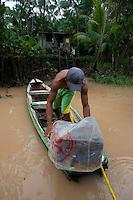 """O pescador RogÈrio Silva, 28 anos, dois filhos, nasceu no rio Aur· e mesmo sem poder pescar n""""o quer abandonar seu patrimÙnio.<br /> Nas matas da ·?rea de Protec?a?o Ambiental de Bele?m (APA-BELE?M)  o pequeno igarapÈ conhecido como Boca do Santana,  tras em suas ·guas o  chorume  produzido pelo lix""""o do Aur·. Cerca  2 mil toneladas de lixo  s""""o coletados  de  450 mil residÍncias diariamente e depositados  a cÈu aberto sem nenhum tratamento .  .<br /> A ·rea  de  7.500 ha, abriga ainda os lagos Bolonha e ¡gua Preta que abastecem de ·gua para os muniÌpios de BelÈm e Ananindeua tambÈm sofrem com a contaminaÁ""""o atraves dos lencÛis fre·ticos e pela captaÁ""""o das ·guas prÛximo ao rio Aur·. <br /> BelÈm, Par·, Brasil<br /> Foto Paulo Santos<br /> 19/03/2013"""