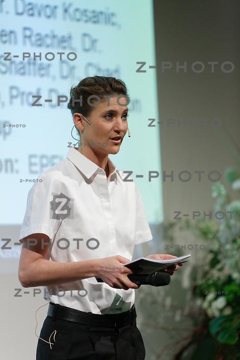 Annina Frey; Moderation an der <br /> Preisverleihung des Schweizer Start-up-Wettbewerbs »venture» am 7. Mai 2014 an der ETH Zuerich<br /> <br /> Copyright © Zvonimir Pisonic