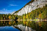 Oesterreich, Steyrisches Salzkammergut, bei Goessl am Grundlsee: Herbststimmung am Toplitzsee | Austria; Styria; Styrian Salzkammergut; Ausseer Land, near Goessl am Grundlsee: autumn scene at Lake Toplitzsee