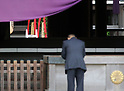 Prime Minister Abe and lawmakers attend spring festival at Yasukuni Shrine