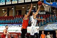 31-03-2021: Basketbal: Donar Groningen v ZZ Feyenoord: Groningen , fraaie score Donar speler Leon Williams