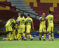 BUCARAMANGA - COLOMBIA, 24–02-2021: Jugadores de Atletico Bucaramanga, celebran el gol anotado al Atletico Nacional durante partido entre Atletico Bucaramanga y Atletico Nacional de la fecha 9 por la Liga BetPlay DIMAYOR I 2021, jugado en el estadio Alfonso Lopez de la ciudad de Bucaramanga. / Players of Atletico Bucaramanga, celebrate a scored goal to Atletico Nacional during a match between Atletico Bucaramanga and Atletico Nacional of the 9th date for the BetPlay DIMAYOR I 2021 League at the Alfonso Lopez stadium in Bucaramanga city. / Photo: VizzorImage / Jaime Moreno / Cont.