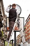 Milano, 17 maggio 2019 - Corso Genova manutenzione di un orologio pubblico