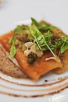 Europe/France/Aquitaine/40/Landes/Hossegor: Restaurant: Jean des Sables-Tartine de rouget aux olives noires et tomates vertes, recette de jean Cousseau