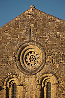 Europe/France/Midi-Pyrénées/32/Gers/Env de Valence-sur-Baïse:  L'Abbaye de Flaran - détail façade de l'église sur la cour d'honneur