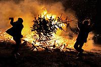 Jaarlijkse kerstboomverbranding op het Museumplein.