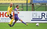 Sporting West Harelbeke - SCT Menen :<br /> Rob Claeys (L) in de nek van Kevin Maleon (R)<br /> <br /> Foto VDB / Bart Vandenbroucke