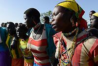 ETHIOPIA Province Benishangul-Gumuz, town Debate, Gumuz village Banush, Gumuz women perform dance / AETHIOPIEN, Provinz Benishangul-Gumuz, Stadt Debate, Gumuz Dorf Banush, Gumuz Frauen tanzen