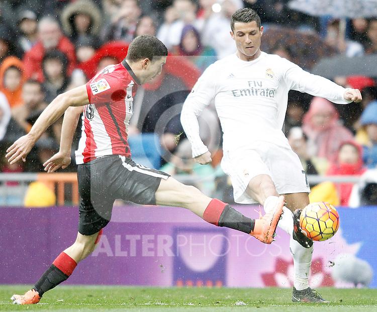 Real Madrid's Cristiano Ronaldo (r) and Athletic de Bilbao's Oscar de Marcos during La Liga match. February 13,2016. (ALTERPHOTOS/Acero)
