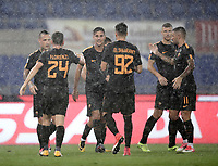 Calcio, Serie A: Roma, stadio Olimpico, 16 settembre 2017.<br /> Roma's Radja Nainggolan celebrates with his teammates after scoring during the Italian Serie A football match between AS Roma and Hellas Verona at Rome's Olympic stadium, September 16, 2017.<br /> UPDATE IMAGES PRESS/Isabella Bonotto