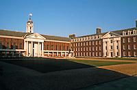 Sir Christopher Wren: Royal Hospital Chelsea and courtyard. 1682-91.