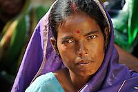 INDIA West Bengal, Dalit woman in village Kustora / INDIEN Westbengalen , Dorf Kustora , Portraet Dalit Frau