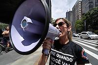 SAO PAULO, SP, 25 DE JANEIRO DE 2012 - PROTESTO CONTRA A CORRUPÇÃO - Realizado na tarde desta quarta feira uma manifestação com cerca de 100 pessoas contra a corrupção. Eles interditaram duas faixas da Avenida Paulista. (FOTO: LEVI BIANCO - NEWS FREE)