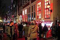 Nederland Amsterdam 2018.  Red Light District. Oudezijds Achterburgwal. Drukte op de Wallen. Red Light Sectrets museum. Foto Berlinda van Dam / Hollandse Hoogte