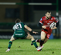 14th November 2020; Galway Sportsgrounds, Galway, Connacht, Ireland; Guinness Pro 14 Rugby, Connacht versus Scarlets; Ryan Conbeer (Scarlets) gets away from Kieran Marmion (Connacht)