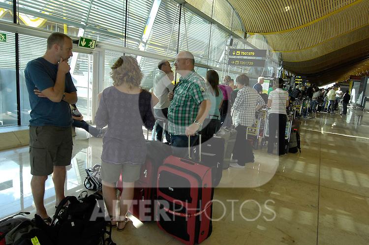 MADRID, Spain (19/04/10).-  Aeropuerto de Madrid Barajas. Crisis del trafico aereo por nube volcanica. Airport Madrid Barajas. Crisis in air traffic by volcanic cloud...Photo: Raul Perez / ALFAQUI.