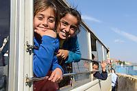 LEBANON Deir el Ahmad, a maronite christian village in Beqaa valley, school for syrian refugee children / LIBANON Deir el Ahmad, ein christlich maronitisches Dorf in der Bekaa Ebene, Schule der Good Shepherds Sisters der maronitischen Kirche fuer syrische Fluechtlingskinder, syrische Fluechtlingskinder im Bus, Bustransport fuer Kinder vom camp zur Schule