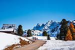 Italien, Suedtirol (Trentino - Alto Adige), Naturpark Fanes-Sennes-Prags: Berghotel Plaetzwiesen und Hohe Gaisl | Italy, South Tyrol (Trentino - Alto Adige), Fanes-Sennes-Prags Nature Park: mountain hotel Plaetzwiesen and Hohe Gaisl mountain