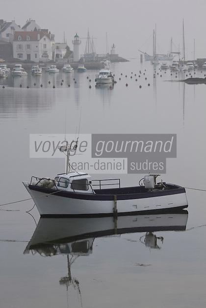Europe/France/Bretagne/56/Morbihan/ Belle-Ile-en-Mer/Sauzon: Brume sur le port