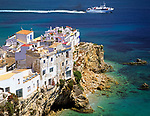 Spanien, Balearen, Ibiza (Eivissa): Blick von Dalt Vila auf das Fischerviertel Sa Penya | Spain, Balearic Islands, Ibiza (Eivissa): View from Dalt Vila towards fisherman's quarter Sa Penya