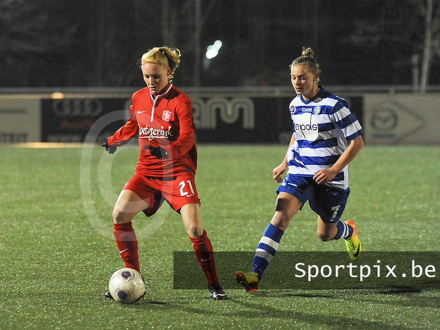 AA GENT LADIES - FC TWENTE :<br /> Margaux Van Ackere (R) in achtervolging op Danique Kerkdijk (L)<br /> foto Dirk Vuylsteke / Nikonpro.be
