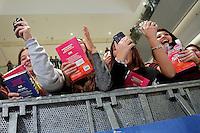 Fans adolescenti in attesa si farsi firmare il libro <br /> Fans waiting to have their books signed by Anna Todd<br /> Roma 13-01-2017. Centro Commerciale Porta di Roma. La scrittrice Anna Todd presenta ai fans il suo nuovo libro, Nothing Less. La scrittrice e' divenuta famosa su Wattpad, la più' grande community per scrittori self-published, con una serie di libri sugli One Direction<br /> Rome January 13th 2017. Porta di Roma shopping mall. Writer Anna Todd meets her fans to present her new book 'Nothing less'. The writer, has become famous on Wattpad, the biggest community for self-published writers, with a serie of books about the group One Direction.<br /> Foto Samantha Zucchi Insidefoto