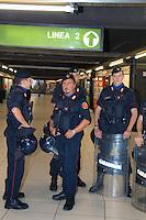 - Carabinieri execute security controls in the subway....- Carabinieri eseguono controlli di sicurezza nella metropolitana..
