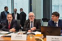 38. Sitzung des Unterausschusses des Verteidigungsausschusses des Deutschen Bundestag als 1. Untersuchungsausschuss am Donnerstag den 13. Februar 2020.<br /> In dem Untersuchungsausschuss soll auf Antrag der Fraktionen von FDP, Linkspartei und Buendnis 90/Die Gruenen der Umgang mit externer Beratung und Unterstuetzung im Geschaeftsbereich des Bundesministeriums fuer Verteidigung aufgeklaert werden. Anlass der Untersuchung sind Berichte des Bundesrechnungshofs ueber Rechts- und Regelverstoesse im Zusammenhang mit der Nutzung derartiger Leistungen.<br /> Einziger Tagesordnungspunkt war die Konstituierung des Unterausschusses als Untersuchungsausschuss.<br /> Als Zeugin war die ehemalige Verteidigungsministerin Ursula von der Leyen geladen. Die Zeugin weigerte sich in Anwesenheit von Foto- und TV-Journalisten den Sitzungssaal zu betreten. Die Journalisten mussten auf Anweisung des Ausschussvorsitzenden Hellmich den Saal verlassen.<br /> Im Bild: Der Ausschussvorsitzende Wolfgang Hellmich, SPD.<br /> 13.2.2020, Berlin<br /> Copyright: Christian-Ditsch.de<br /> [NUR FUER REDAKTIONELLE ZWECKE! Werbung nur auf Anfrage beim Fotografen. Inhaltsveraendernde Manipulation des Fotos nur nach ausdruecklicher Genehmigung des Fotografen. Vereinbarungen ueber Abtretung von Persoenlichkeitsrechten/Model Release der abgebildeten Person/Personen liegen nicht vor. NO MODEL RELEASE! Don't publish without copyright Christian-Ditsch.de, Veroeffentlichung nur mit Fotografennennung, sowie gegen Honorar, MwSt. und Beleg. Konto: I N G - D i B a, IBAN DE58500105175400192269, BIC INGDDEFFXXX, Kontakt: post@christian-ditsch.de<br /> Bei der Bearbeitung der Dateiinformationen darf die Urheberkennzeichnung in den EXIF- und  IPTC-Daten nicht entfernt werden, diese sind in digitalen Medien nach §95c UrhG rechtlich geschuetzt. Der Urhebervermerk wird gemaess §13 UrhG verlangt.]