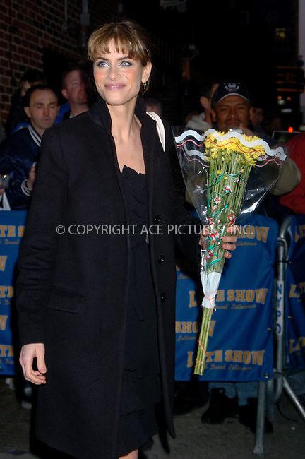 WWW.ACEPIXS.COM . . . . .  ....NEW YORK, FEBRUARY 23, 2006....Amanda Peet stopping by the Ed Sullivan Theatre for a guest appearance at the Late Show with David Letterman.....Please byline: AJ Sokalner - ACEPIXS.COM.... *** ***..Ace Pictures, Inc:  ..Philip Vaughan (212) 243-8787 or (646) 769 0430..e-mail: info@acepixs.com..web: http://www.acepixs.com