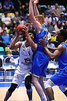 Shavon Shields (Fraport Skyliners) gegen Geoffrey Groselle (Basketball Löwen Braunschweig) - 12.03.2017: Fraport Skyliners vs. Basketball Löwen Braunschweig, Fraport Arena Frankfurt