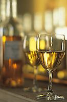 Europe/France/Aquitaine/33/Gironde/Sauternais/Barsac: La maison du Sauternes - Dégustation des vins de 1996 - Bouteille et verre de Sauternes