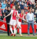 Nederland, Amsterdam, 19 april 2015<br /> Eredivisie<br /> Seizoen 2014-2015<br /> Ajax-NAC Breda (0-0)<br /> Viktor Fischer van Ajax komt in het veld voor Kolbeinn Sigthorsson van Ajax. Rechts Frank de Boer, trainer-coach van Ajax