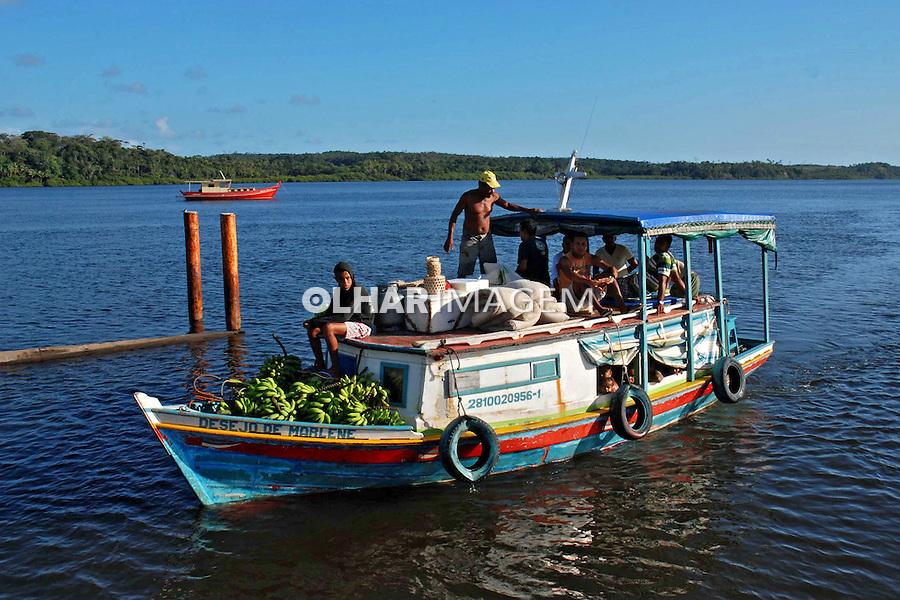 Transporte fluvial no estuario do Rio Marau. Bahia. 2012. Foto de Mazda Perez