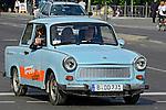 Turismo em carro Trabant. Berlin. Alemanha. 2011. Foto de Juca Martins.