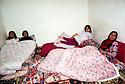 Syria 2000 <br /> In the village of Sorka, Jazira province, family in their beds    <br /> <br /> Syrie 2000 <br /> Famille de paysans du village de Sorka dans leurs lits