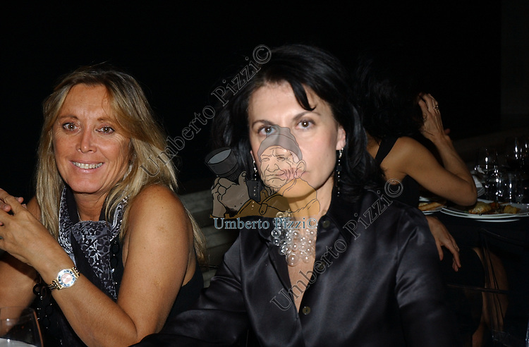 """GIOVANNA DEODOATO CON ANNA COLIVA<br /> VERNISSAGE """"ROMA 2006 10 ARTISTI DELLA GALLERIA FOTOGRAFIA ITALIANA"""" AUDITORIUM DELLA CONCILIAZIONE ROMA 2006"""